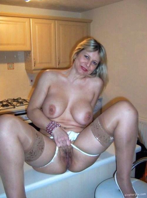 Sexe avec une femme nue cochonne du  10