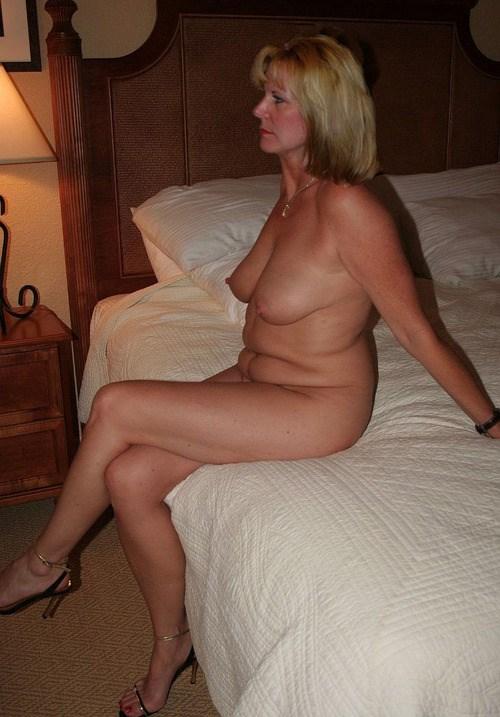 Sexe avec une femme nue cochonne du  14