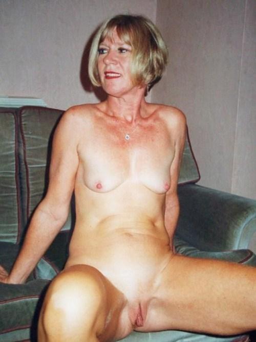 Sexe avec une femme nue cochonne du  19