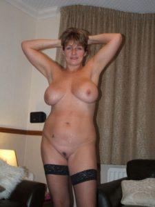 Sexe avec une femme nue cochonne du  20