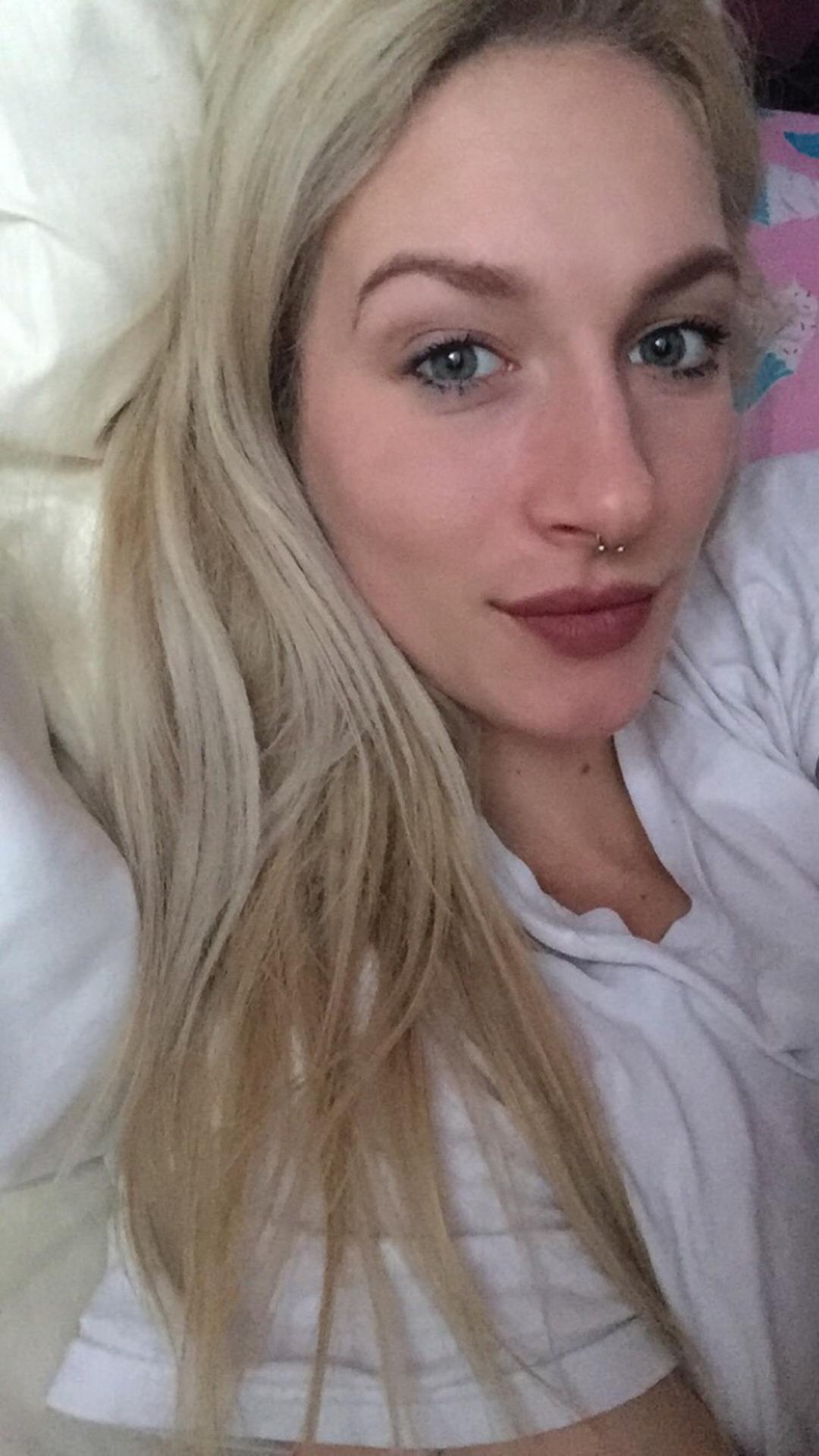 selfie coquin de fille sexy du 34 en manque